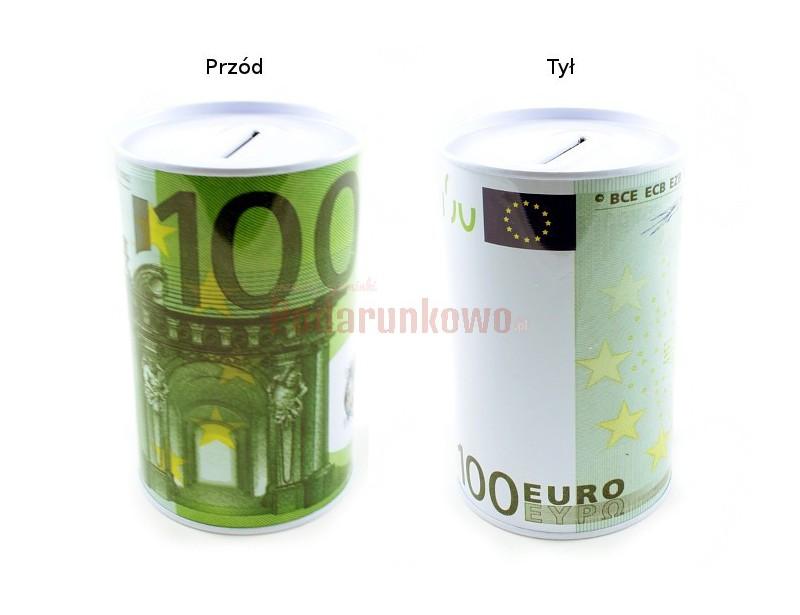 Skarbonka z nadrukiem 100 Euro może być prezentem na wiele okazji, przyciąga uwagę i wywołuje pozytywne reakcje obdarowanego.