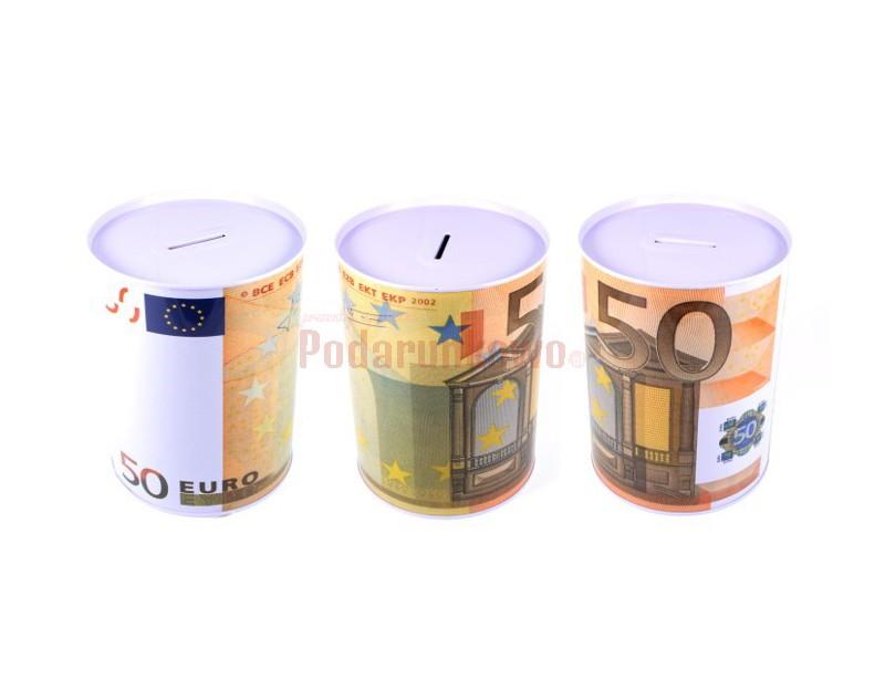 Skarbonka z nadrukiem banknotu 50 euro może być prezentem na wiele okazji, przyciąga uwagę i wywołuje pozytywne reakcje obdarowaneg :)