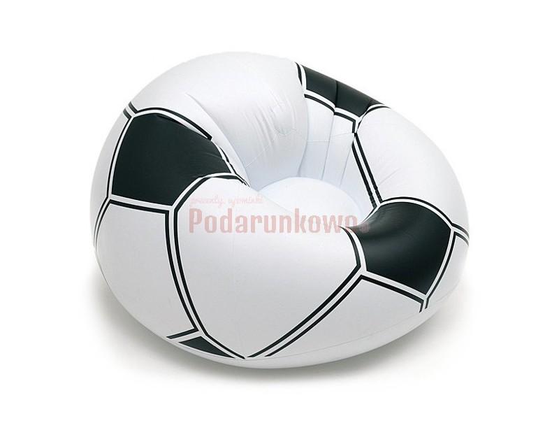 Dmuchany, wielki fotel w kształcie piłki nożnej to rewelacyjny prezent dla każdego miłośnika footballu :) Na takim fotelu z pewnością każdorazowe oglądanie meczu będzie czymś wyjątkowym i jeszcze badziej przyjemnym