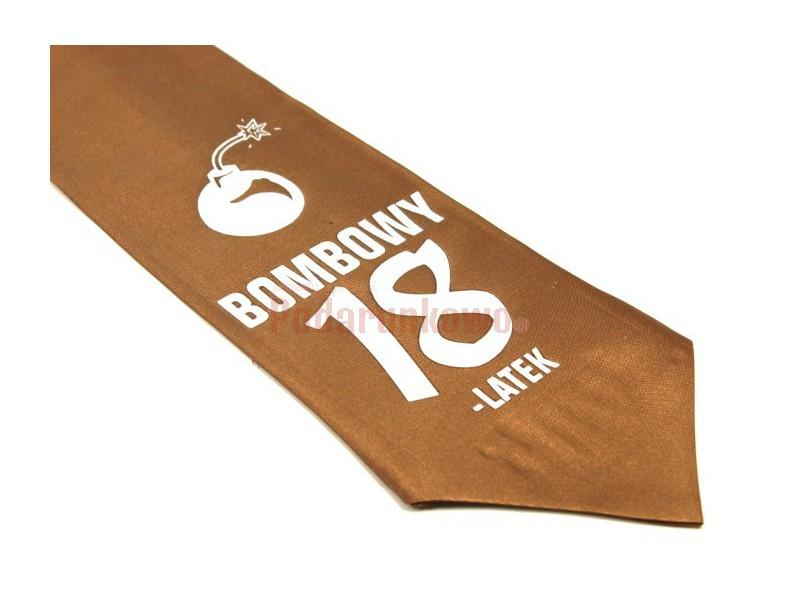 Krawat ze śmiesznym napisem jest świetnym pomysłem na prezent dla każdego chłopaka ceniącego poczucie dobrego humoru i oryginalność upominków.