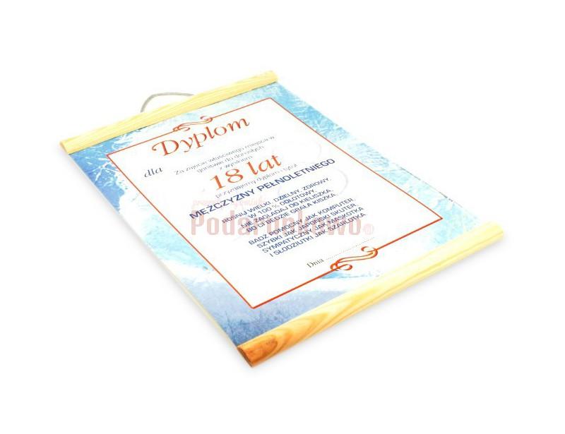 Dyplom charakteryzuje się ciekawą grafiką i pomysłowymi życzeniam