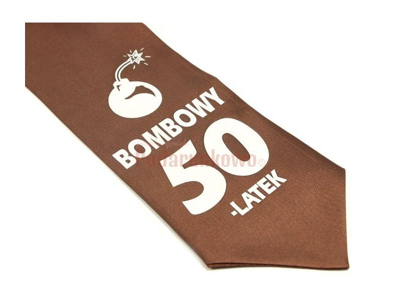 Prezentujemy super krawat na 50 urodziny. Krawat ze śmiesznym napisem jest świetnym pomysłem na prezent dla każdego mężczyzny ceniącego poczucie dobrego humoru i oryginalność upominków.
