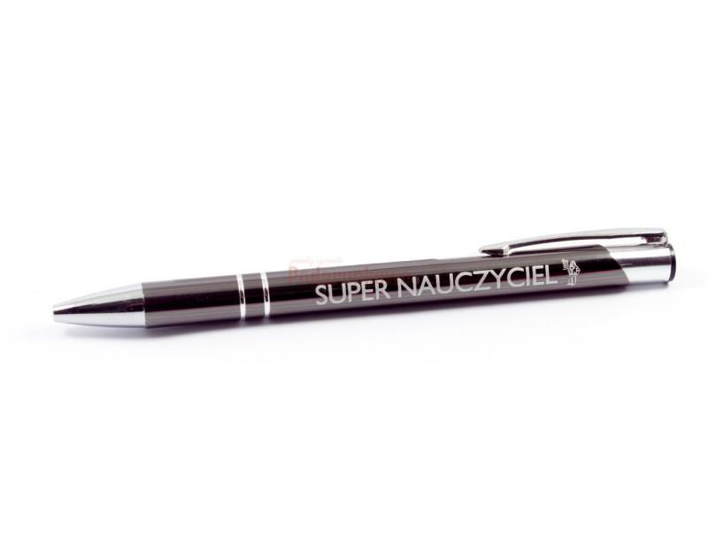 Szukasz pomysłu na prezent dla nauczyciela? Właśnie znalazłeś! :) Elegancki, klasyczny długopis to wyjątkowo praktyczny, a zarazem symboliczny upominek,