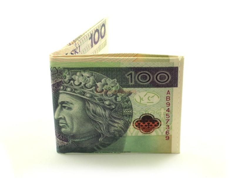 Portfel z nadrukowanym banknotem, imitującym 100 złotych to śmieszny i zarazem stylowy prezent dla kogoś bliskiego, marzącego o bogactwie :)