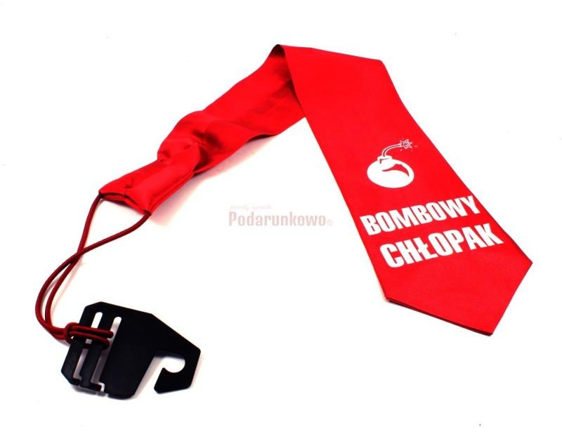 Prezentowany krawat to fantastyczny pomysł na prezent dla chłopaka w każdym wieku.