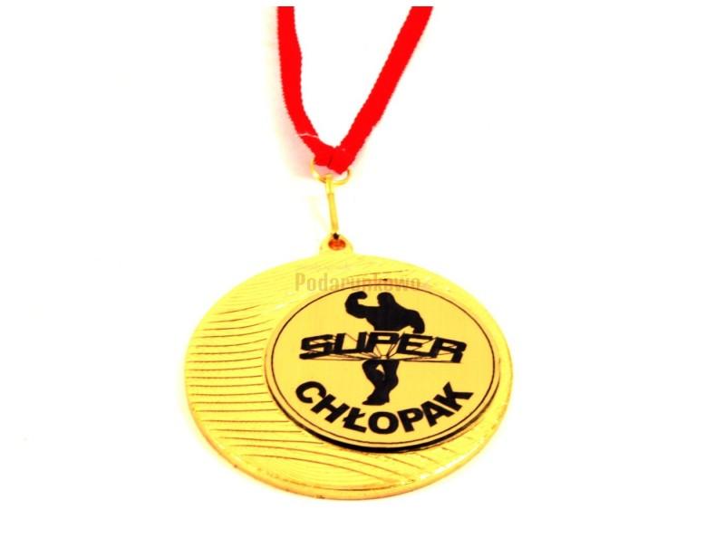 Każdy chłopak będzie dumny z takiego odznaczenia :) Medal super chłopaka to super prezent z okazji urodzin, imienin lub z okazji Dnia Chłopaka.