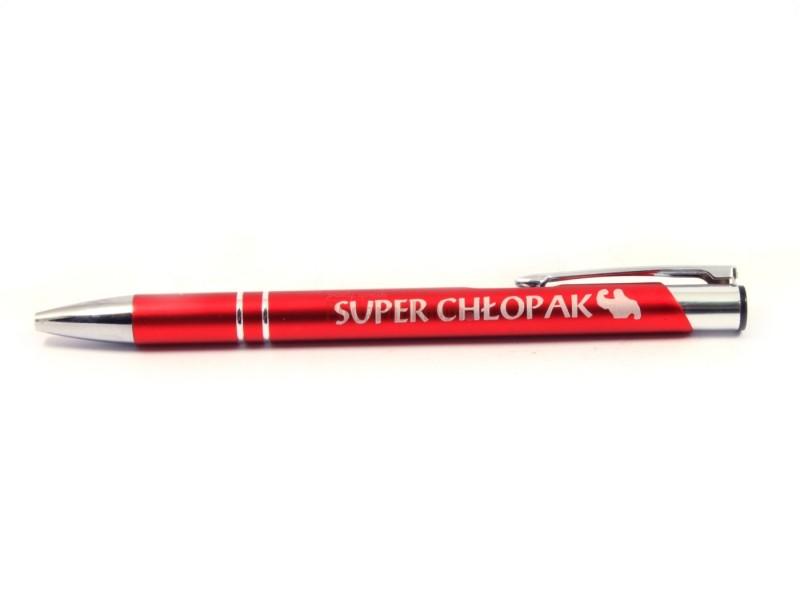 """Klasyczny, elegancki długopis z napisem """"Super Chłopak"""" będzie idealnym i praktycznym prezentem dla każdego faceta :)"""