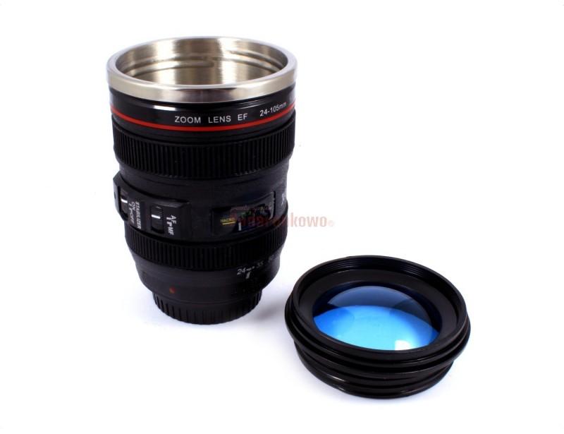 Rewelacyjny kubek do złudzenia przypominający prawdziwy obiektyw aparatu fotograficznego. To idealny prezent dla osób zajmujących się fotografowaniem :)