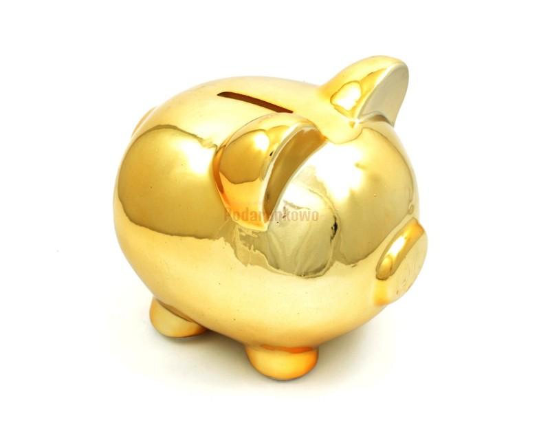 Złota Świnka skarbonka jest doskonałym prezentem na urodziny, zarówno dla dziecka jak i starszej osoby.