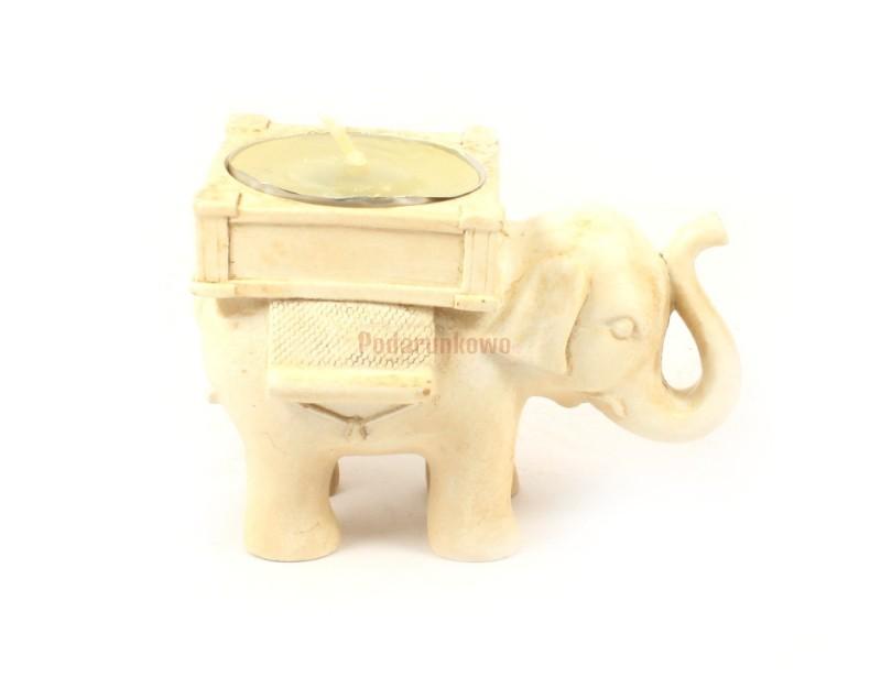 Świecznik w kształcie słonika prezentuje się bardzo uroczo. Wykonany jest z ceramiki w kolorze biało-kremowym.