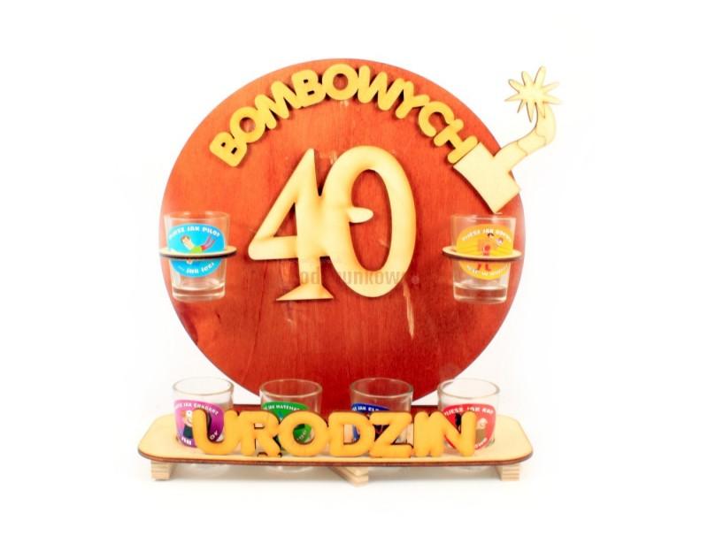 Oryginalny, ozdobny stojak na 40-stkę będzie świetnym upominkiem na wyjątkowe i jedyne w swoim rodzaju urodziny :)