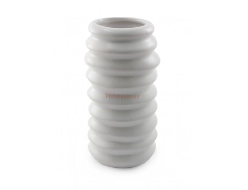 Oryginalny biały wazon, charakteryzujący się wyjątkowym kształtem, idealnie wkomponuje się w każdą przestrzeń :)