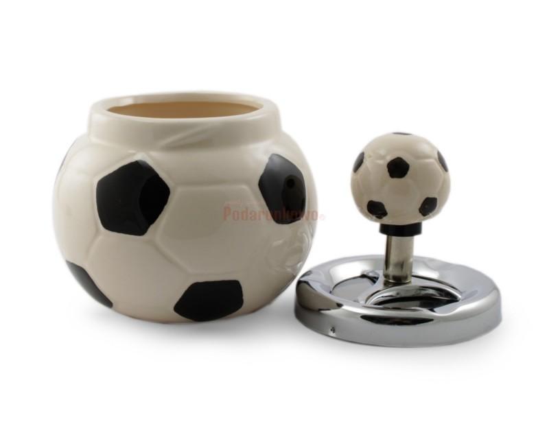 Rewelacyjna, elegancko wykonana popielniczka w kształcie piłki nożnej będzie znakomitym prezentem dla piłkarza lub dla miłośnika piłki nożnej.