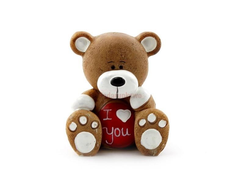 Śliczna figurka urzekającego misia sprawdzi się jako upominek dla każdego dziecka, a także ukochanej np. na Walentynki :)