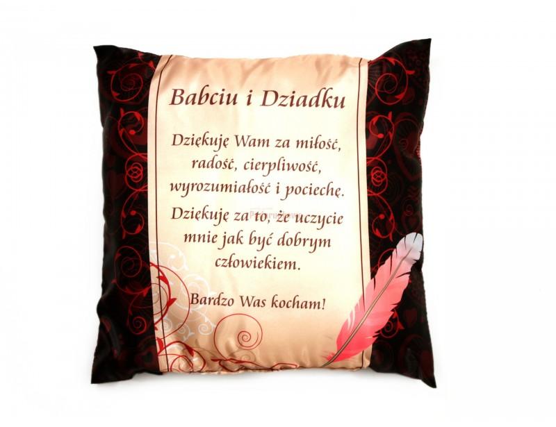 Prezentowana poduszka ozdobna to znakomity pomysł na prezent dla babci i dziadka.