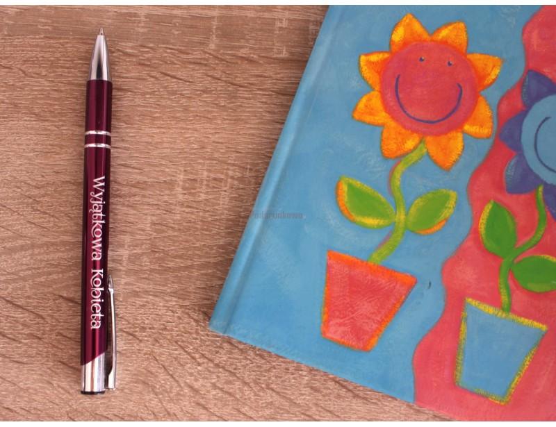 Prezentowany długopis to elegancki, oryginalny prezent dla wyjątkowej kobiety.