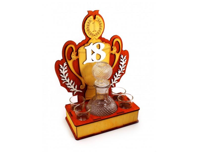 Oryginalny drewniany stojak to doskonała pamiątka z okazji 18-stych urodzin :) To wyjątkowy prezent zarówno dla dziewczyny jak i dla chłopaka.