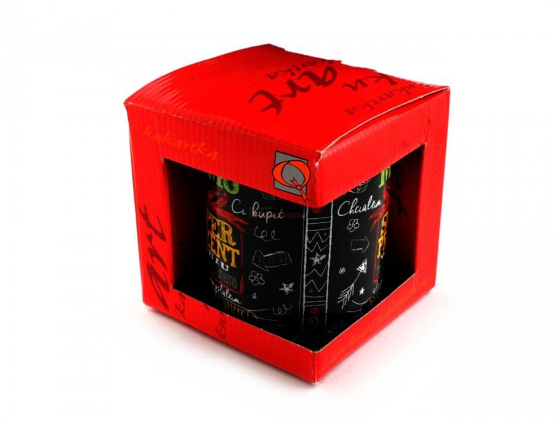 Oryginalny kubek wzorowany na szkolnej tablicy z napisami wykonanymi kredą. Taki kubek to świetny i stylowy pomysł na prezent dla Mamy.