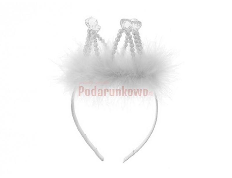 Białe futerko z plastikowymi diamentami w koronie, a to wszystko umieszczone na wygodnej opasce :)