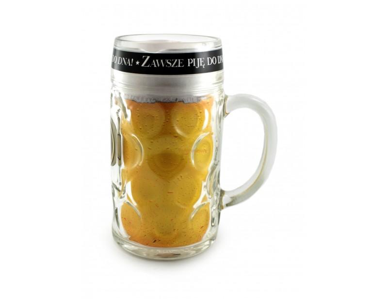 Dla prawdziwego macho - prawdziwie męski kufel w rozmiarze XXL. Tak duży kufel nie tylko wygląda znakomicie, ale również zapewnia dłuuugą przyjemność z picia złocistego trunku.