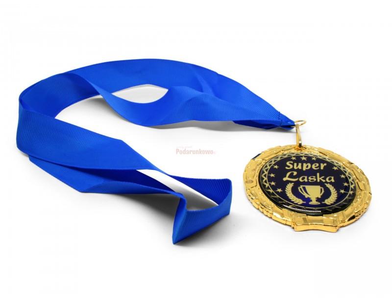 Prezentowany medal wykonany jest metalu imitującego złoto. Wygląda rewelacyjnie.