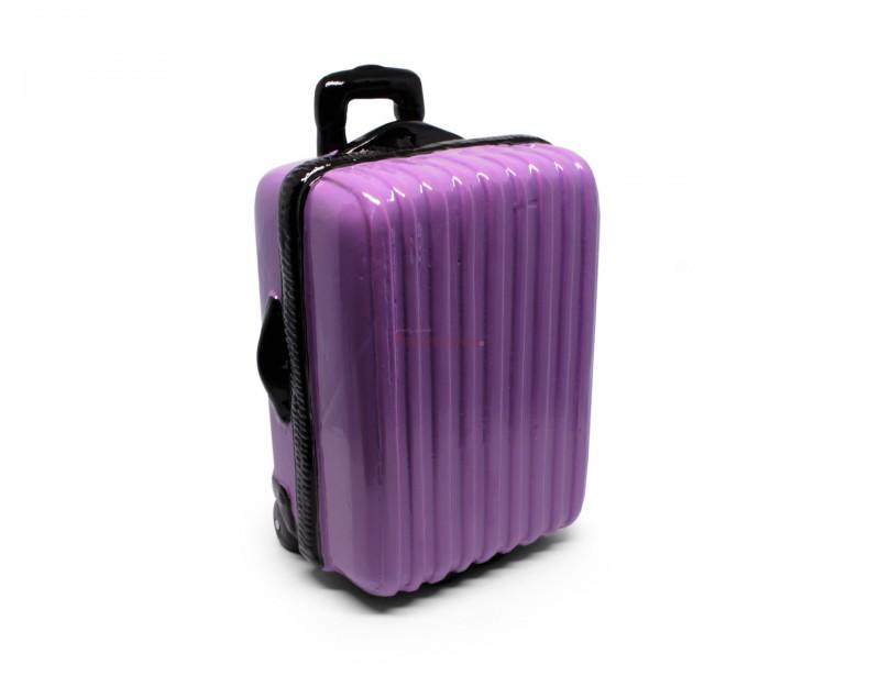 Super oryginalna skarbonka w kształcie uroczej walizeczki sprawi, że od razu nabierzesz chęci oszczędzania na dalekie podróże.