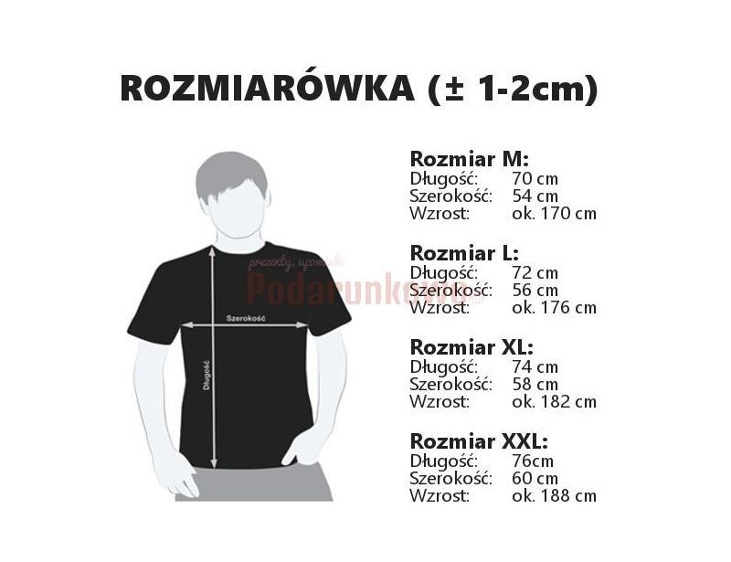 Chcesz sprawić gustowny prezent swojemu chłopakowi? Oryginalna czarna koszulka z nadrukiem sprawdzi się idealnie!