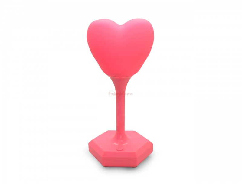 Lampka w kształcie serca jest fikuśna, delikatna i wygodna w użyciu - można ją postawić nawet tam, gdzie nie sięga przedłużacz :) To doskonały prezent dla dziewczyny