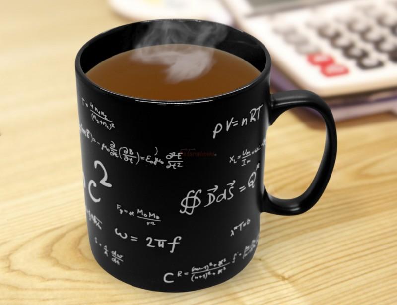 To prawdziwie wybitny kubek. Taki prezent przeznaczony może być wyłącznie dla wybitnego matematyka :)