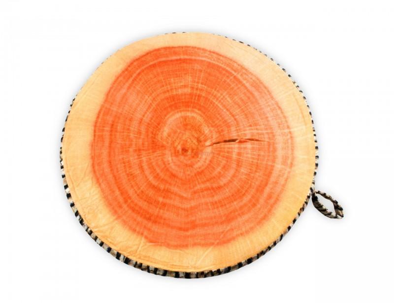 Oryginalna poduszka w formie pnia drzewa z pewnością doskonale zaprezentuje się nie tylko w domowym wnętrzu, ale także na tarasie lub w ogrodzie.