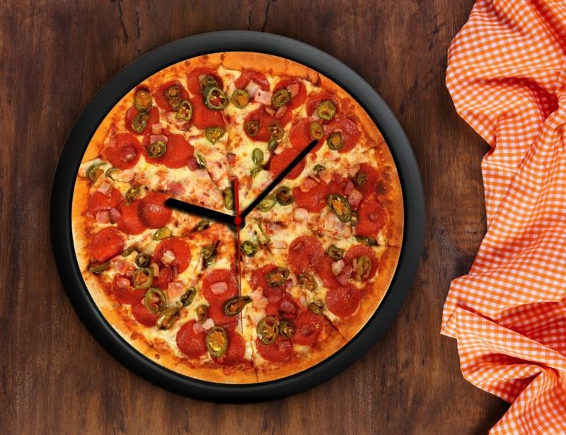 Gadżet dla prawdziwego smakosza pizzy. Zegar wygląda tak apetycznie, że za każdym razem, gdy na niego spojrzysz - poczujesz głód :)