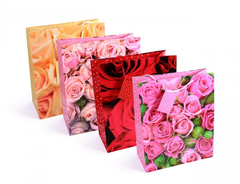 To świetna propozycja oryginalnego opakowania prezentów dla dziewczyny np. z okazji jej urodzin lub dnia kobiet.