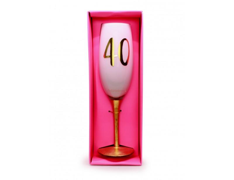 To wymarzony, elegancki kieliszek ze złotą cyfrą 40, który symbolicznie podkreśli okrągłe urodziny i sprawi mnóstwo radości :)