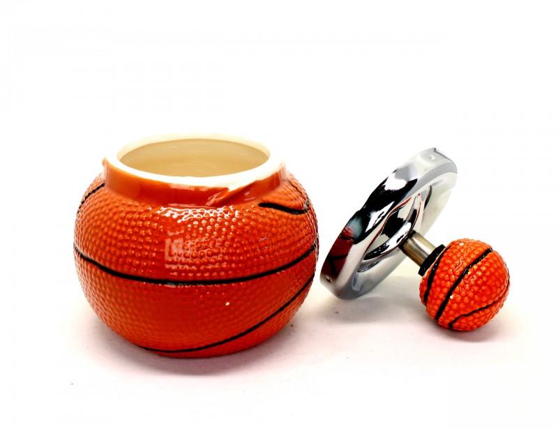Taka nietypowa popielniczka to fajny gadżet dla fana koszykówki, który podczas oglądania meczów z kolegami lubi od czasu do czasu zapalić papieroska :)