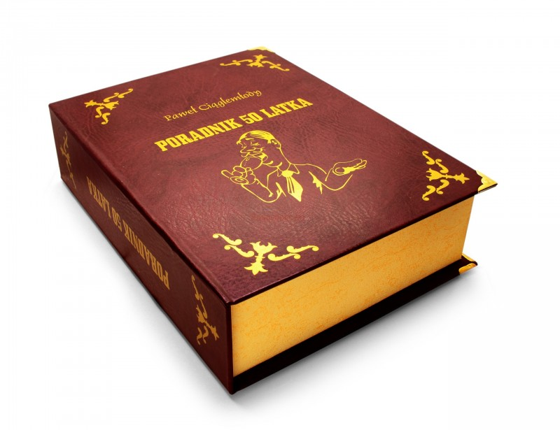 Jeśli szukasz fajnego i oryginalnego pomysłu na prezent dla 50 latka, to ta książka jest strzałem w dziesiątkę :) Księga tylko z zewnątrz wygląda jak prawdziwa ;)