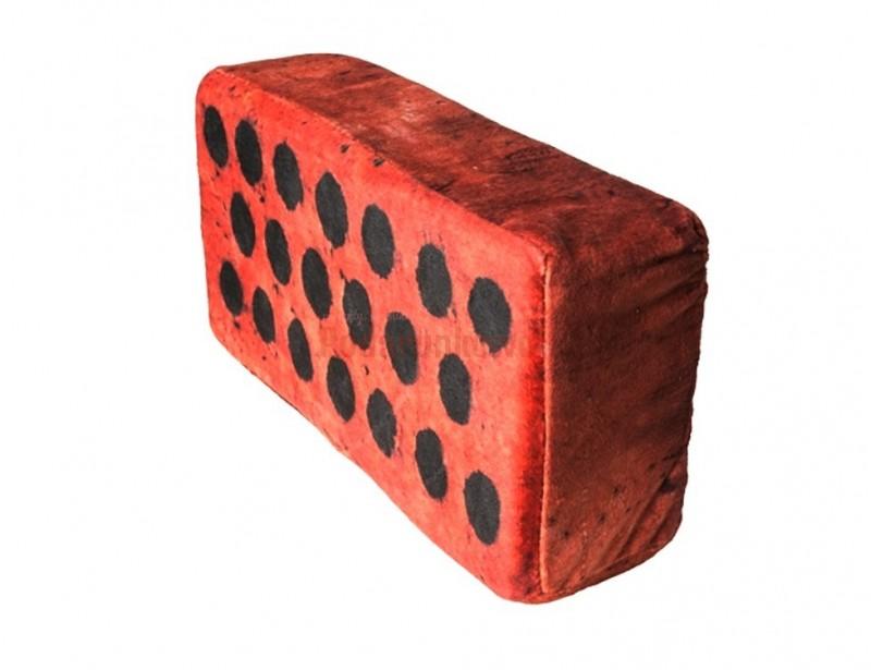 Budujesz dom? Potrzeba Ci cegieł w każdej postaci? :) To gadżet dla Ciebie :) Poduszka cegła wygląda super, a do tego jest wygodnym podparciem dla zmęczonej głowy :)