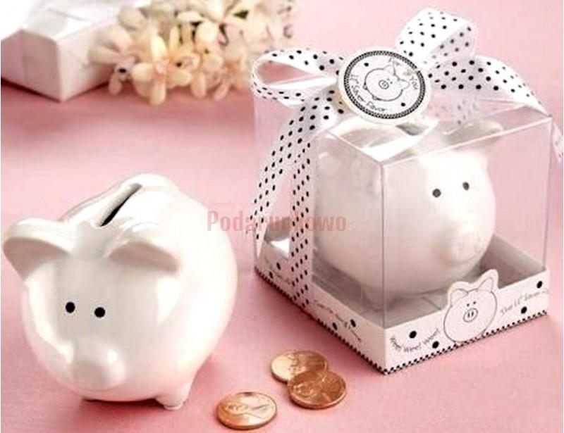 Śliczna, mała świnka skarbonka to prezent na wiele okazji. Taki drobiazg ucieszy każdą kobietę :)