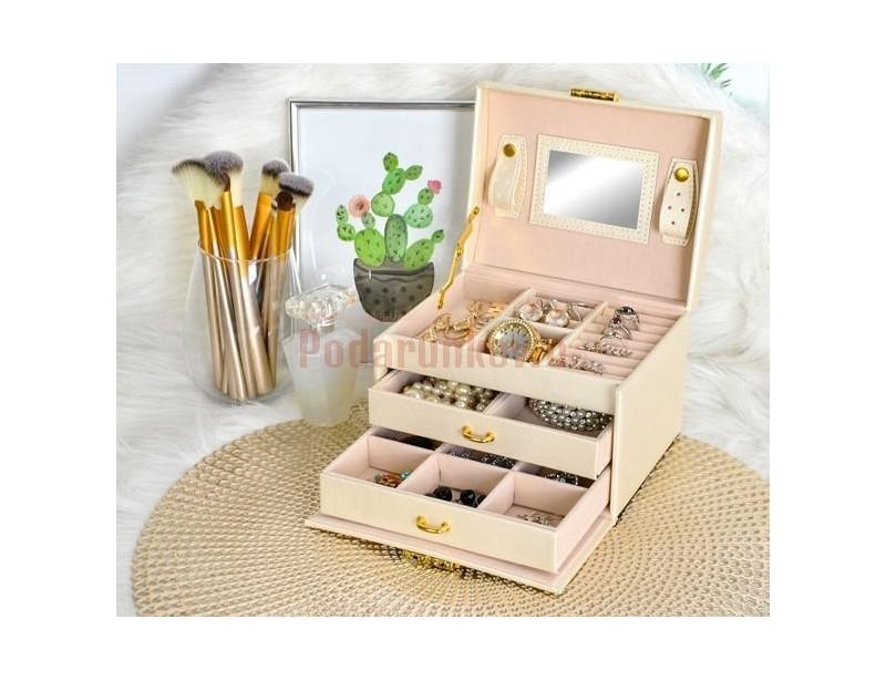 Elegancka szkatułka na biżuterię to doskonały prezent dla kobiety zarówno z okazji jej urodzin jak i z okazji Dnia Kobiet.