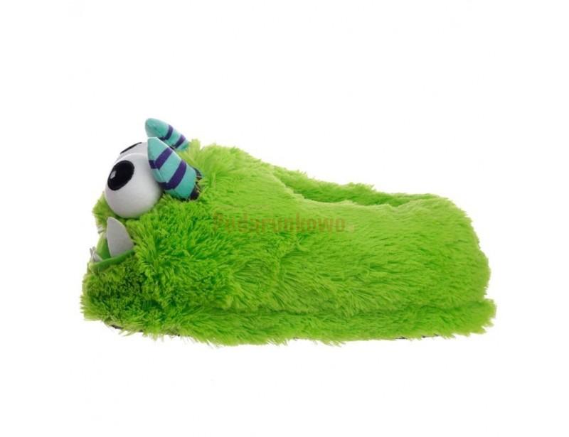 Kapcie Potworki to świetny prezent dla chłopaka. Dzięki nim będzie mu ciepło w stopy, a dzięki ich wspaniałej formie będzie mieć świetny humor przez cały czas :)