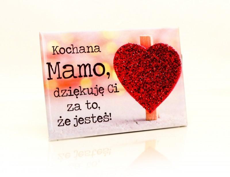 """Symboliczny prezent dla mamy. Magnes na lodówkę z napisem """"Kochana mamo, dziękuję Ci za to, że jesteś!"""" jest idealną propozycją z okazji Dnia Matki lub z okazji imienin lub urodzin Twojej mamy :)"""