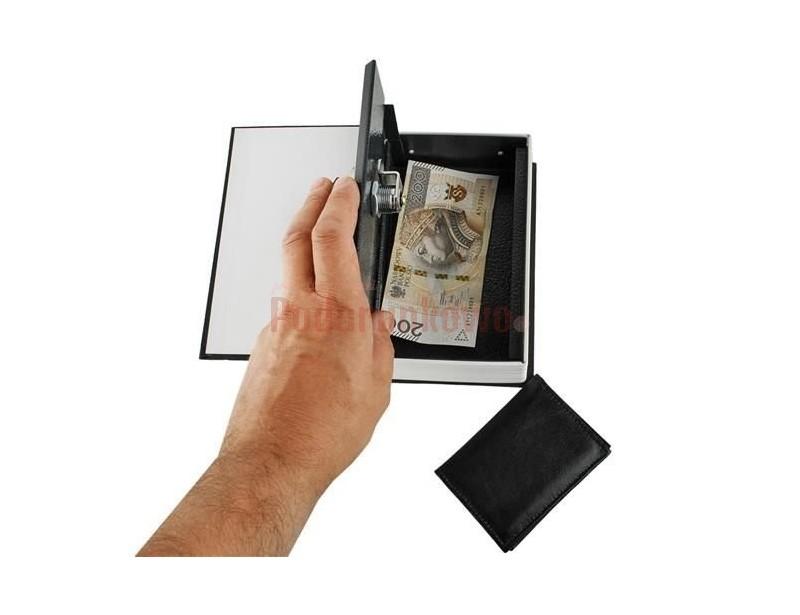 Świetny schowek w książce, w którym schowasz swoje skarby. To fajny gadżet dla osób szukających pomysłowego prezentu lub dla kogoś chcącego ukryć coś przed światem :)