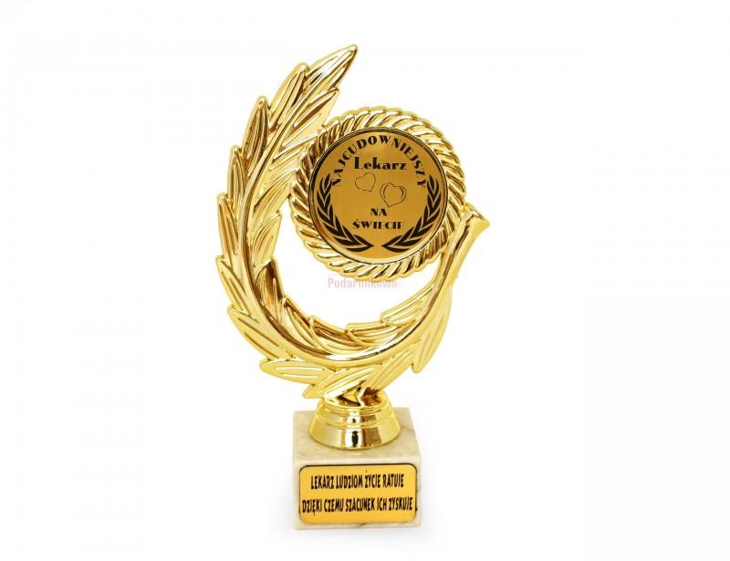 Elegancki złoty laur z napisem dla najcudowniejszego lekarza będzie gustownym i symbolicznym upominkiem dla osoby, której zawdzięczamy dobre zdrowie.