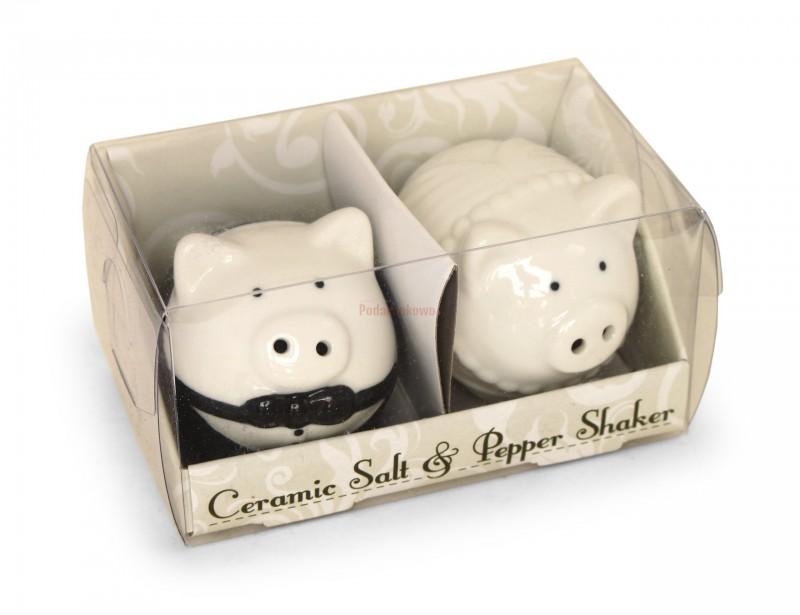 Śliczny zestaw przyprawników w kształcie dwóch białych świnek wykonanych z porcelany to doskonały pomysł na prezent dla Młodej Pary.