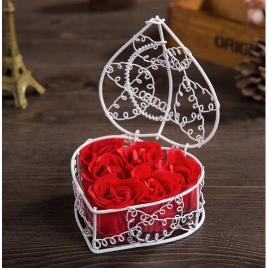 Mydlane róże w koszyczku (białym)