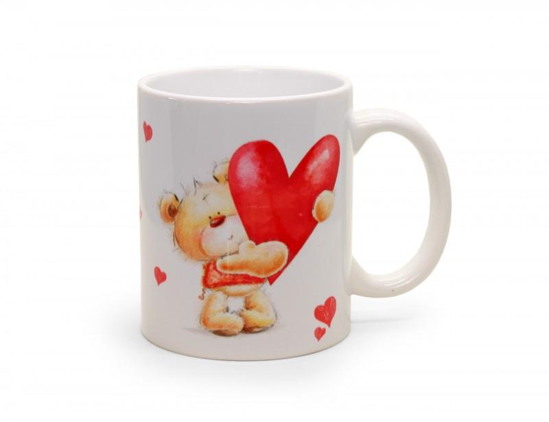 Piękny, ceramiczny kubek w soczystym czerwonym kolorze to doskonały upominek dla ukochanej osoby. Kubek wyróżnia się romantyczną grafiką z misiem i z serduszkami.